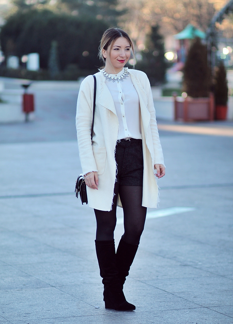 Street style: white coat, white Zara shirt, black high waisted short pants, black knee boots, winter look | Christmas look