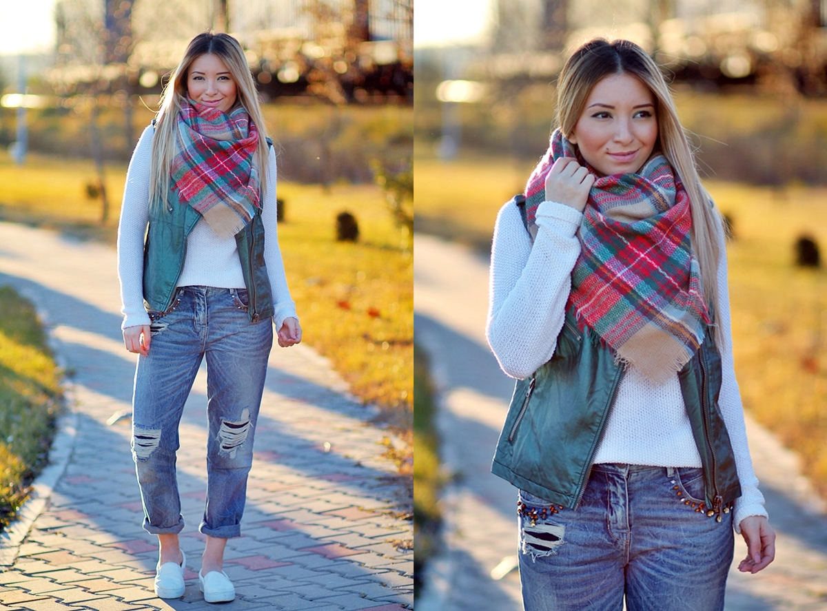 Street style - tartan scarf