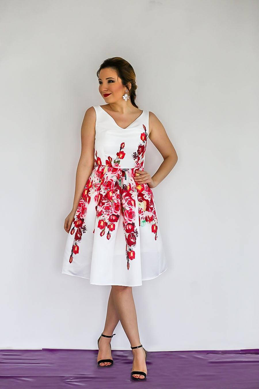 Rochie alba cu imprimeu floral, lungime midi