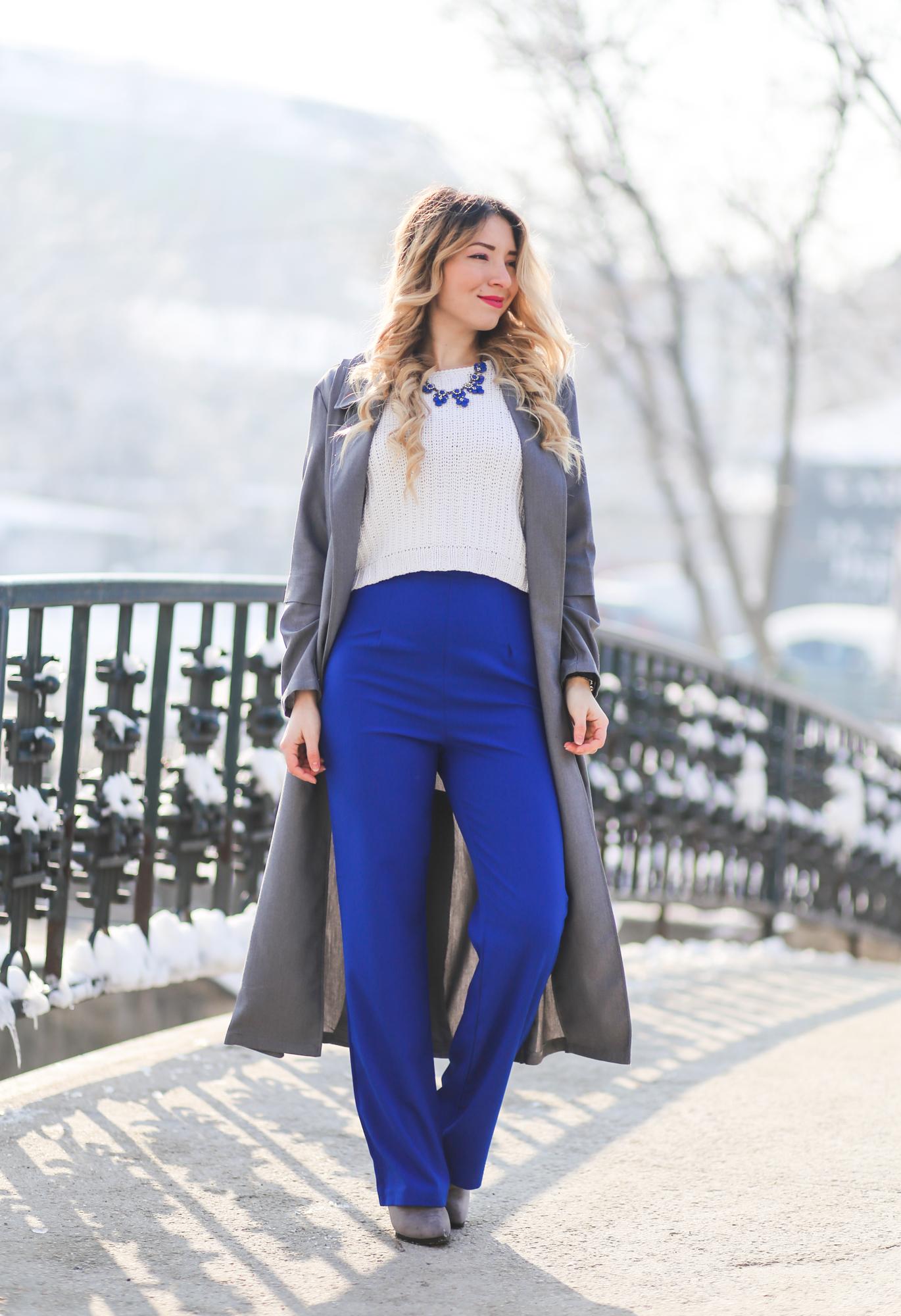 Tinuta de iarna. Tendinte in moda: pantalonii evazati cu talie inalta si bluza tip crop top
