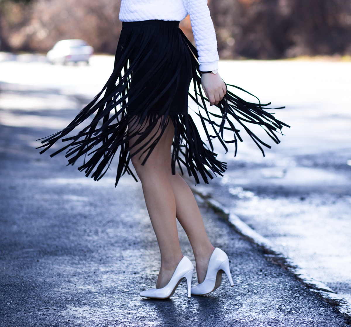 Street style: black fringe skirt, movement, pinterest, tumblr, weheartit, fashion, blogger. Andreea Ristea