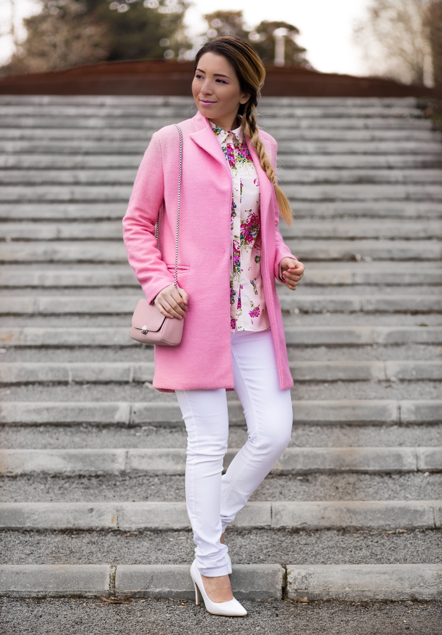 Street style: light pink coat, rose quartz, floral print shirt, white skinny pants, white shoes, stiletto, pink bag - outfit of the day - spring outfit