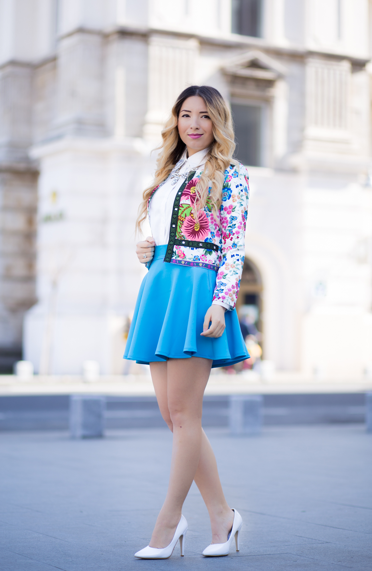 Street style in Bucharest: floral print jacket, full circle blue skirt, short skirt, white shoes, heels, spring look, outfit, fashion, Romwe, Andreea Ristea
