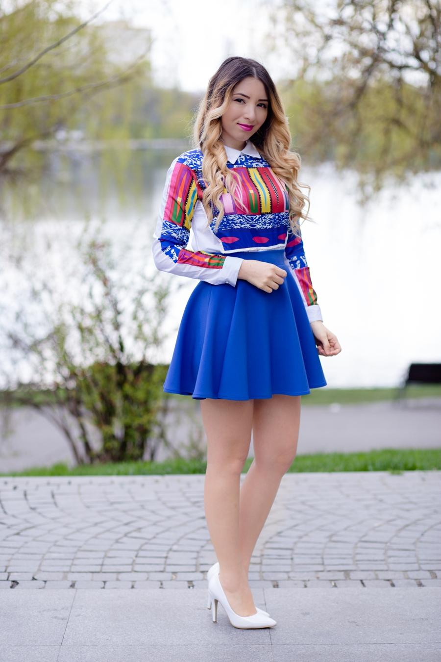 andreearistea.ro - cum purtam tinutele colorate primavara - idei, tendinte in moda 2016 camasa colorata si fusta in clos albastra