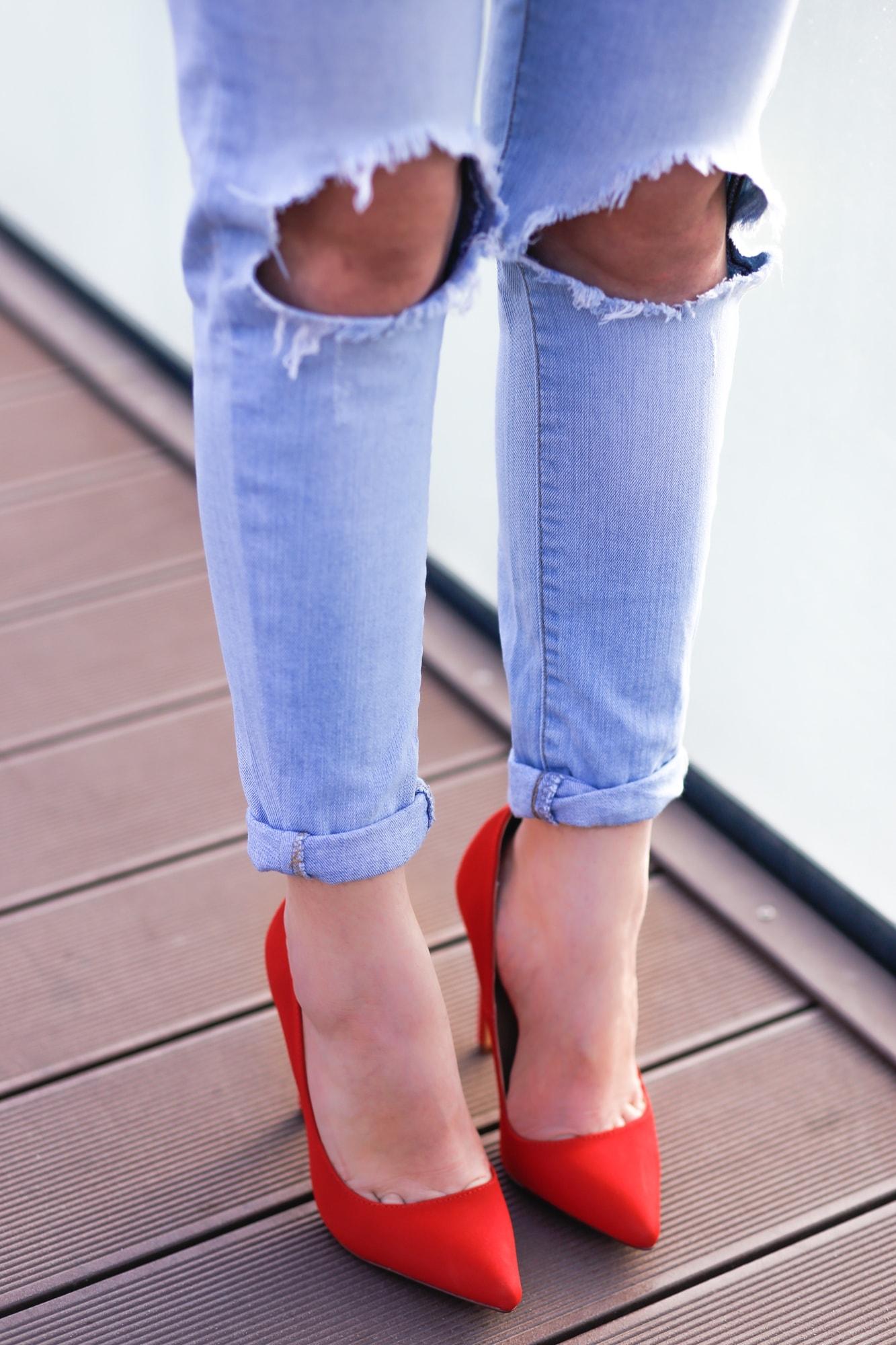 cum purtam pantofii rosii ziua