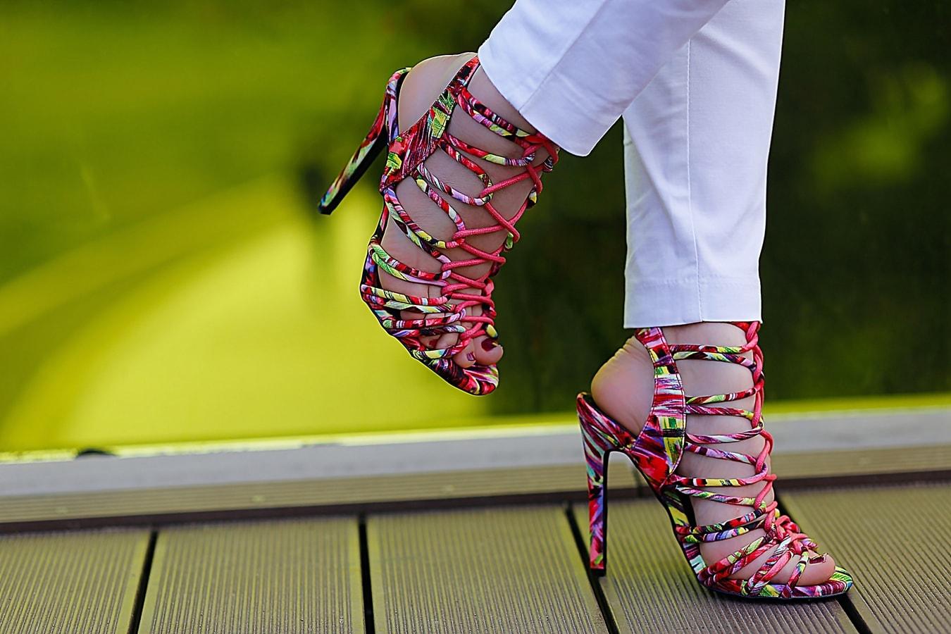 Sandale colorate cu toc