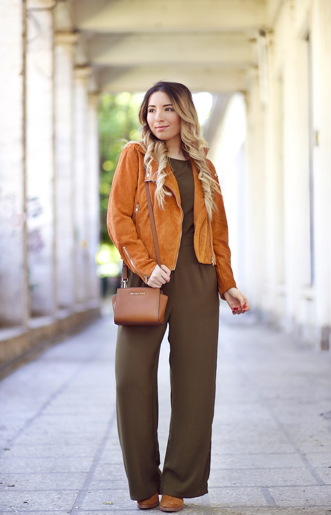 Street style - military green jumpsuit, suede jacket, brown boots, brown mini selma michael kors bag - andreearistea.ro