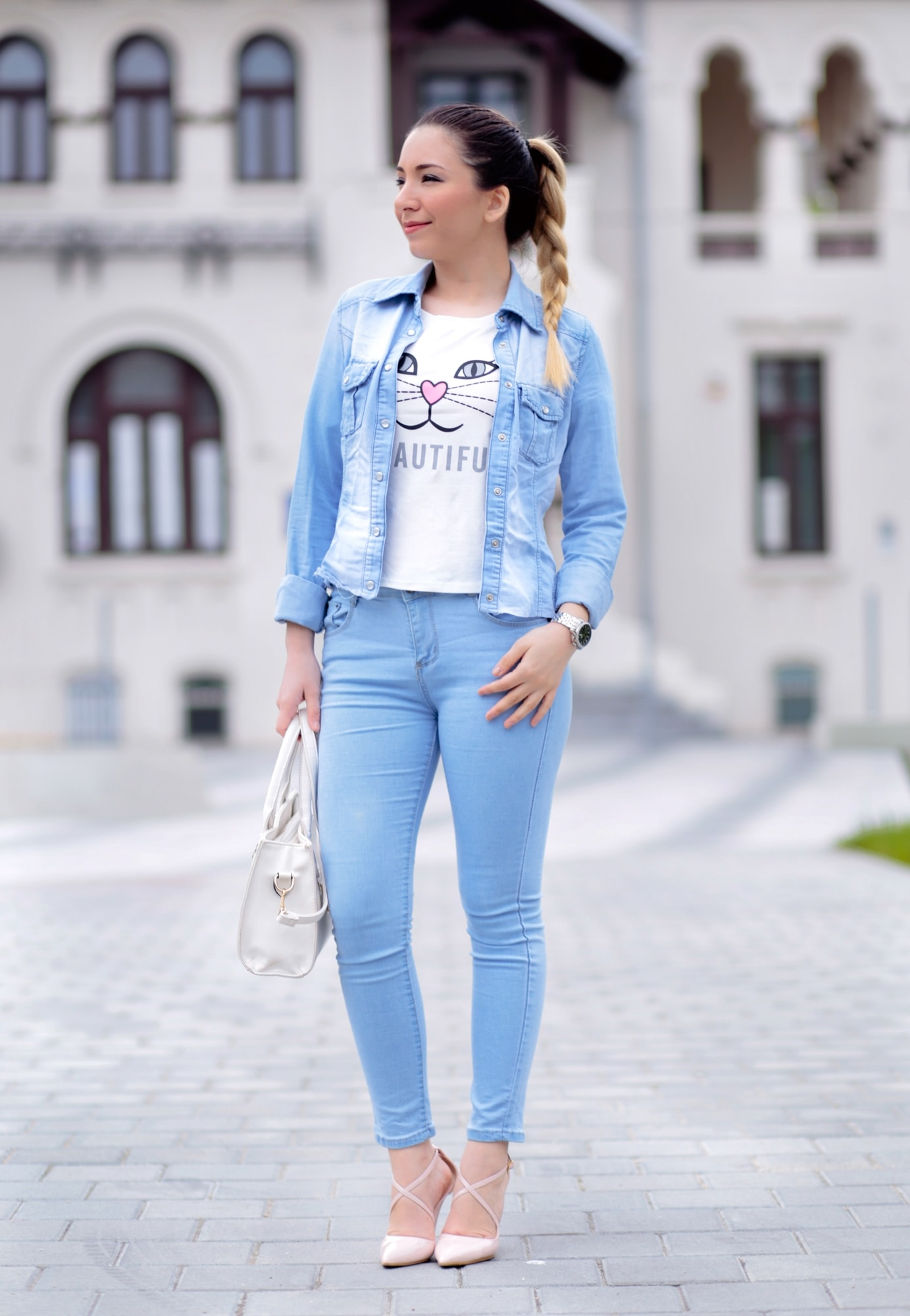 Street style - denim on denim, white kitty t shirt, romwe, pink nude shoes, heels, white bag, andreea ristea, fashion blogger, ootd