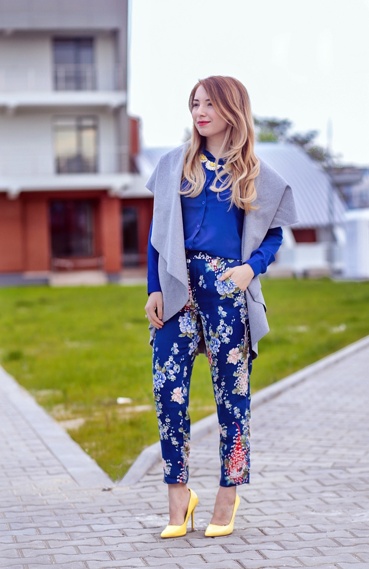 Street style, floral print pants, blue pants, blue shirt, grey oversized vest, romwe, yellow shoes, stiletto, heels, andreea ristea, fashion, blogger