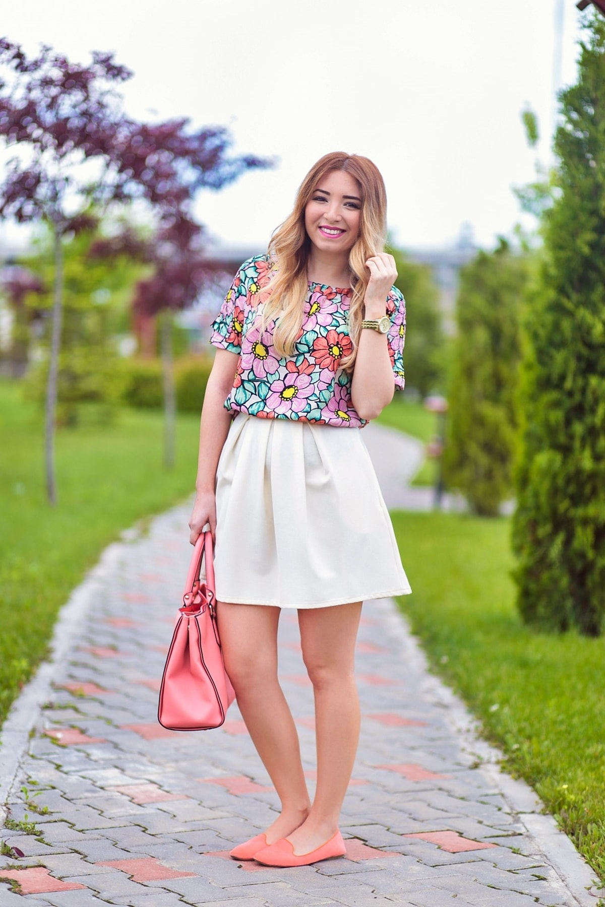 andreea pantilinescu, street style, floral print blouse, shirt, white pleated short skirt, orange flats, coral pink bag, shein, andreea ristea blog