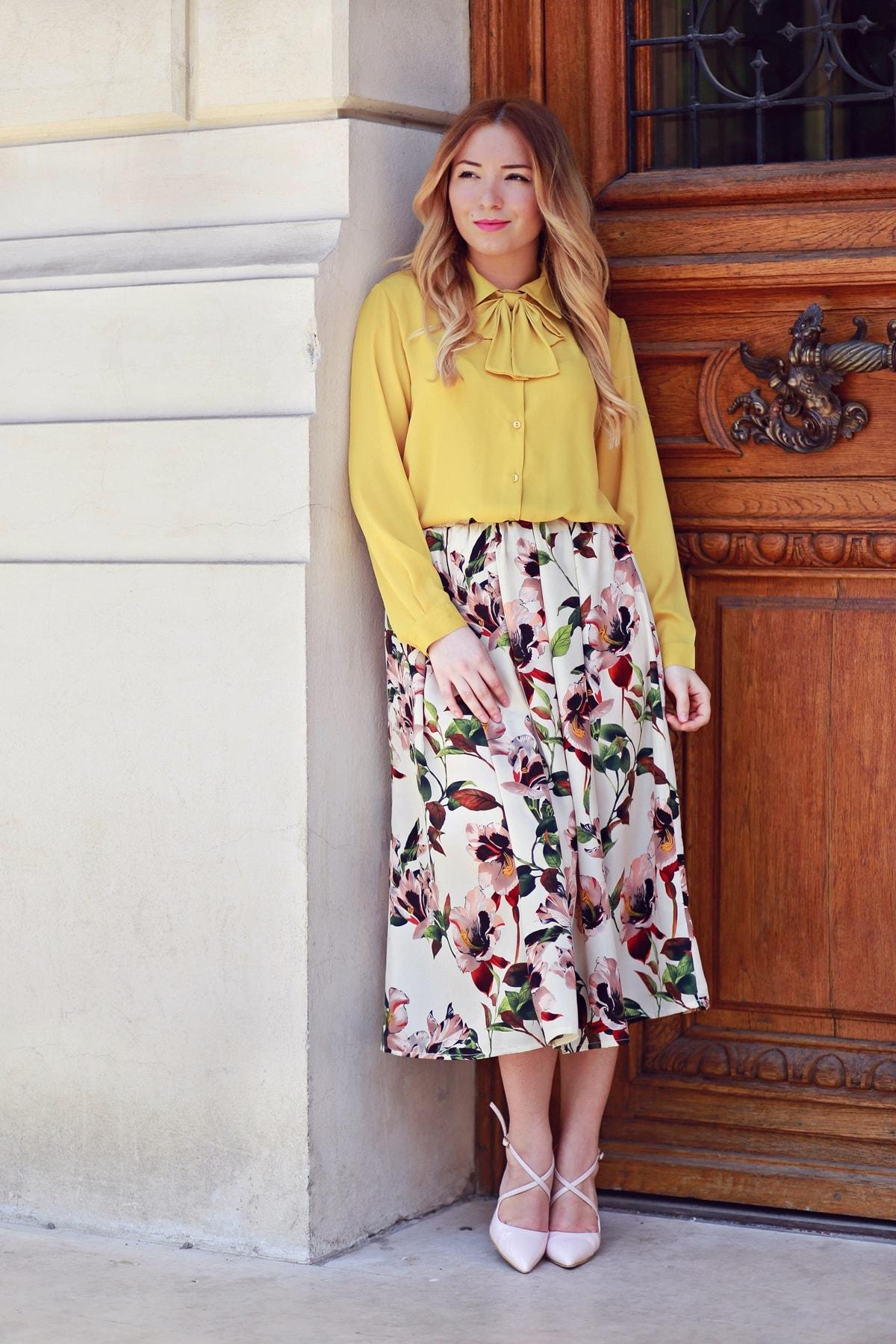 Camasa galben mustar cu funda, shein, fusta midi cu imprimeu floral, shein, andreea ristea blog