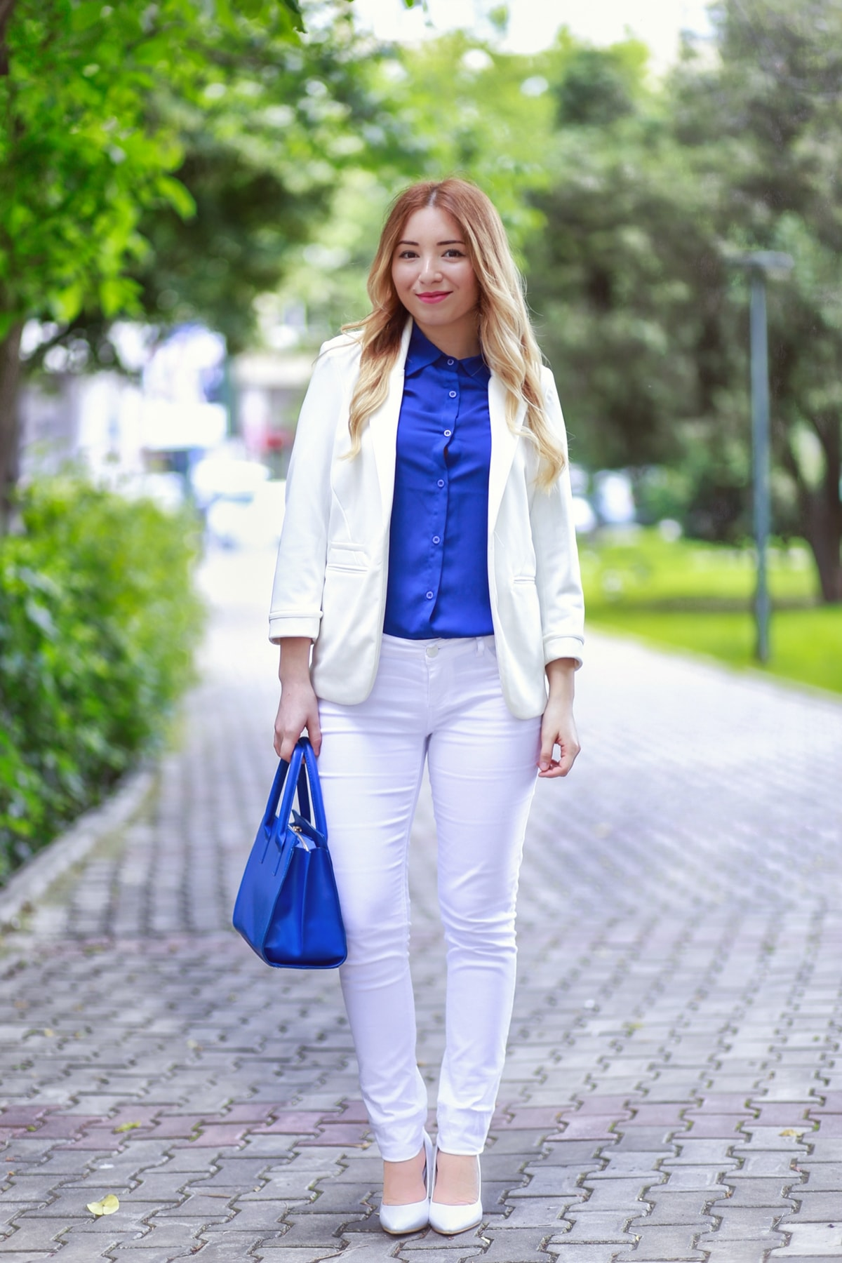 street style, blue shirt, blue bag, white shoes, white blazer, white skinny jeans, pink basis, romwe, shein, andreea ristea, fashion, ootd