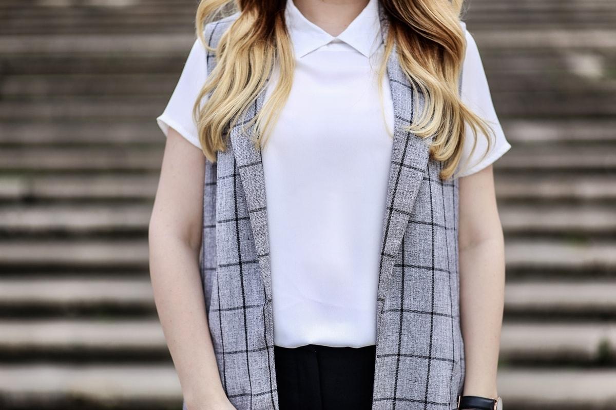 bluza alba cu guler de camasa