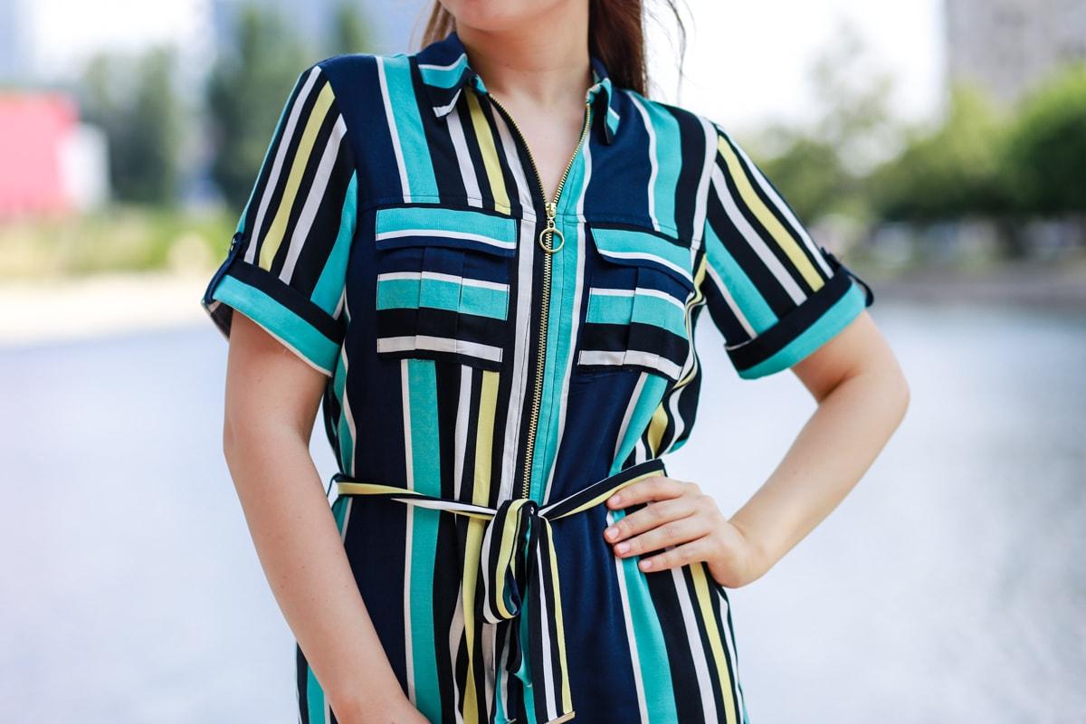 Rochie cu dungi colorate, albastru si galben, cu guler si fermoar si cordon in talie - woman fashion