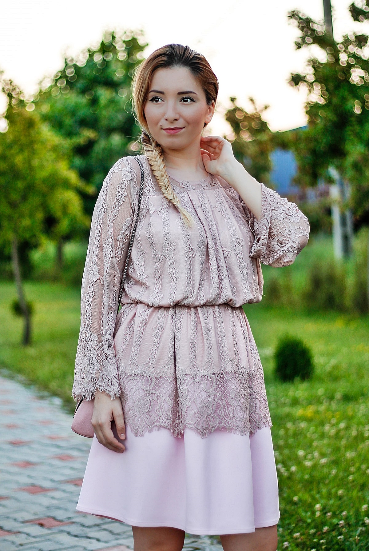 andreea ristea - rochie roz pudrat din dantela si fusta andreea design