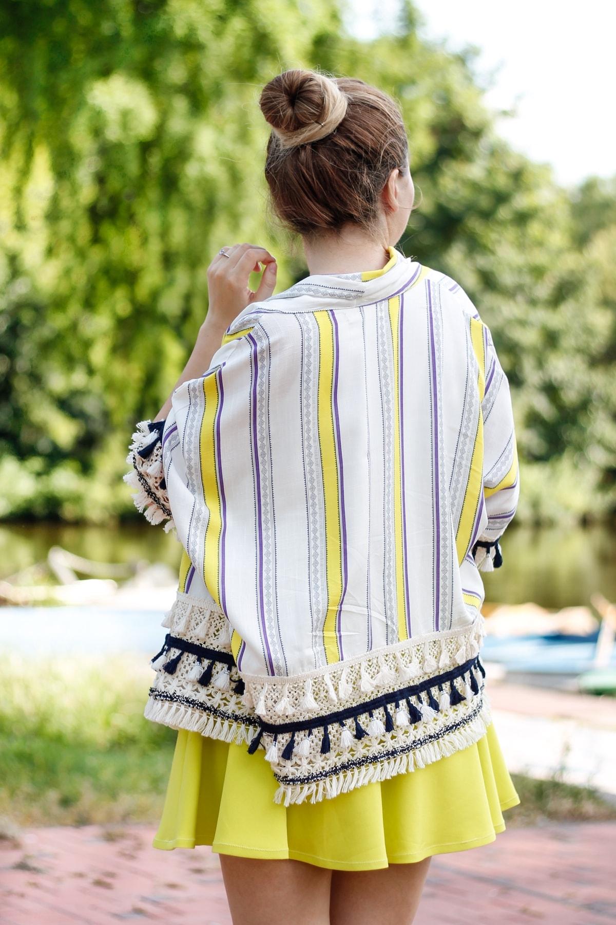 Kimono colorat, cu dungi si ciucuri