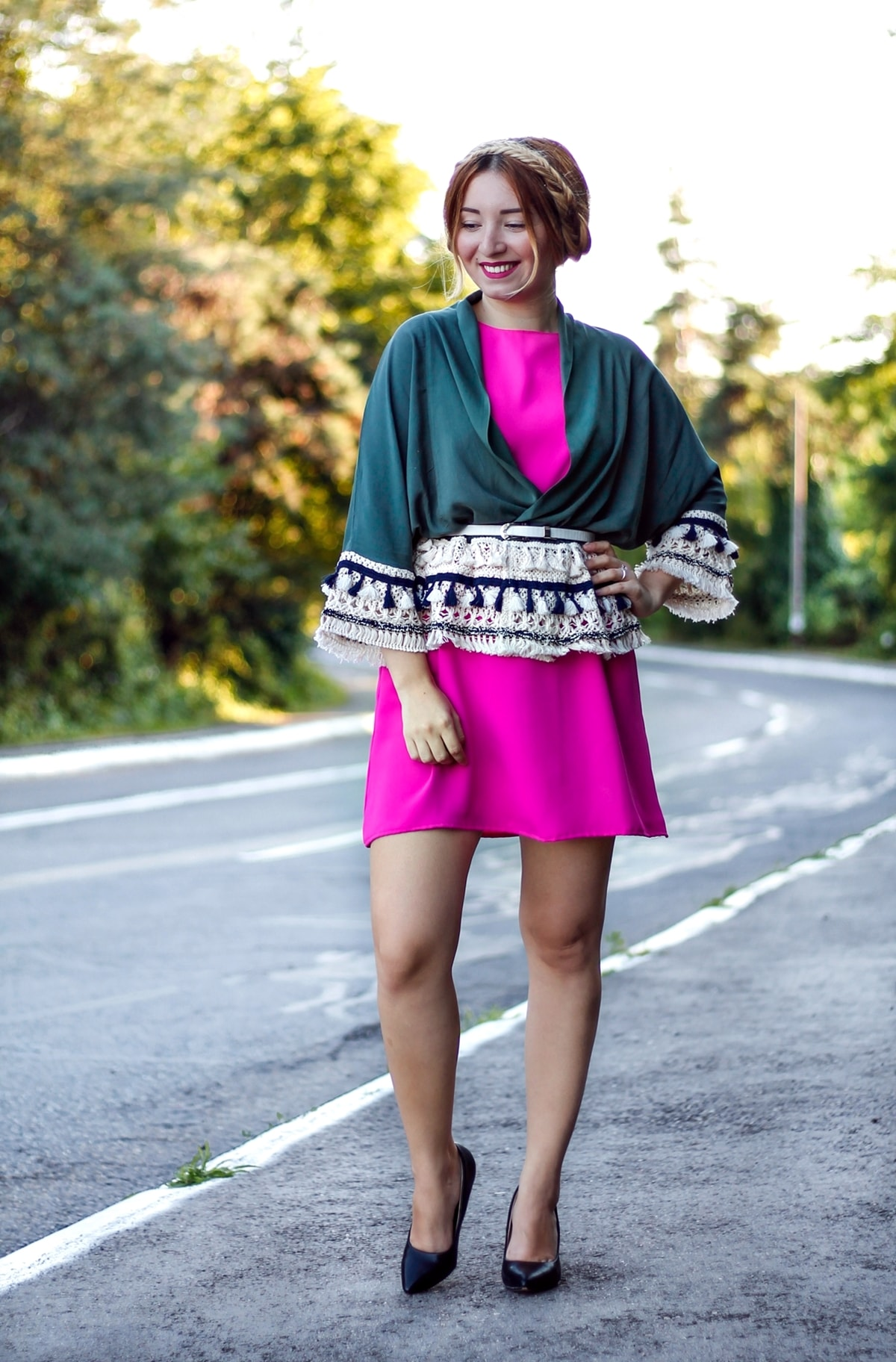 Street style: fucisa pink dress, military green kimono with tassels, black shoes, heels, summer look, braids hairstyle, fashion blogger Andreea Ristea