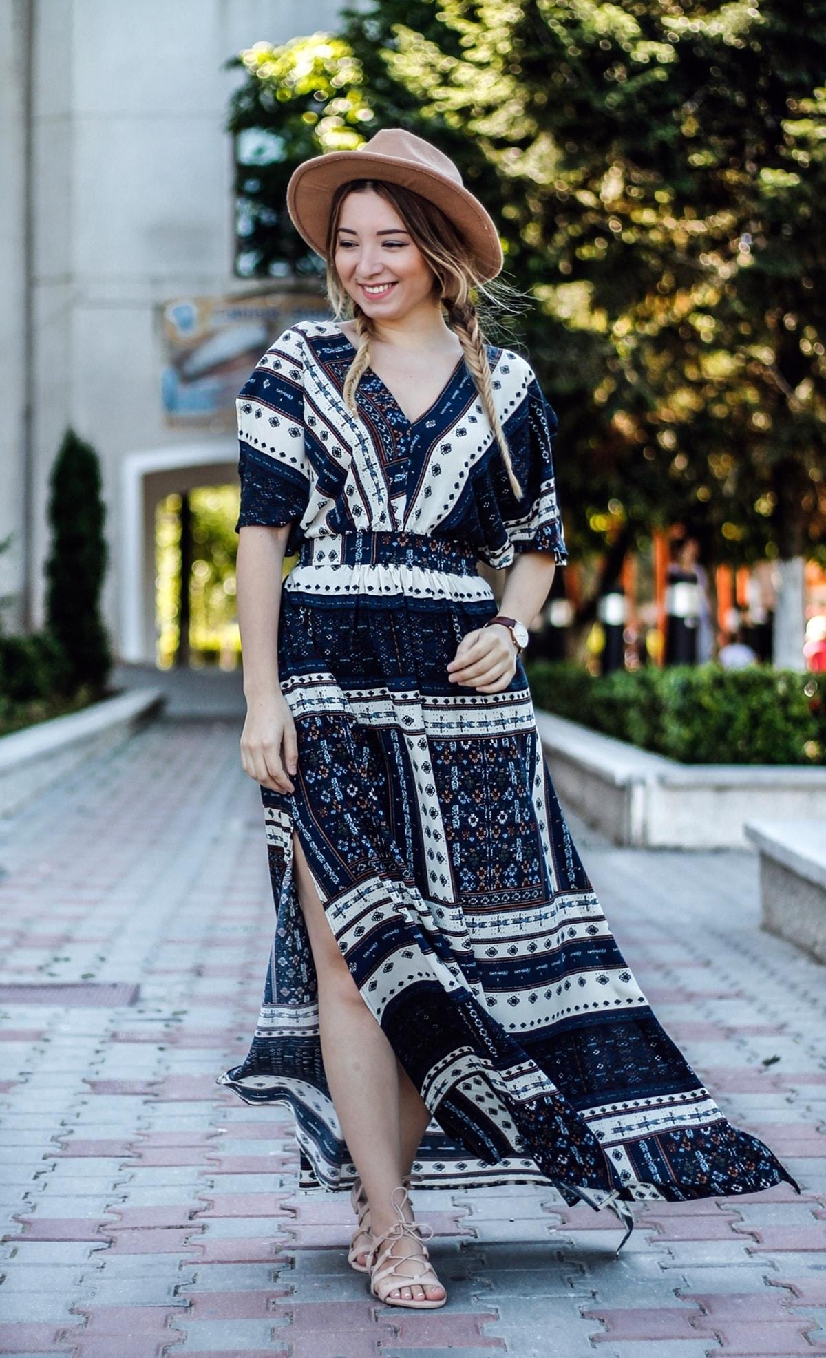 Andreea Ristea - cum mai purtam rochia maxi? TYinuta de vara: rochie maxi de inspiratie hippie si palarie camel