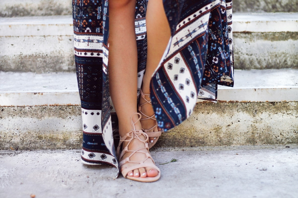 Sandale nude cu sireturi