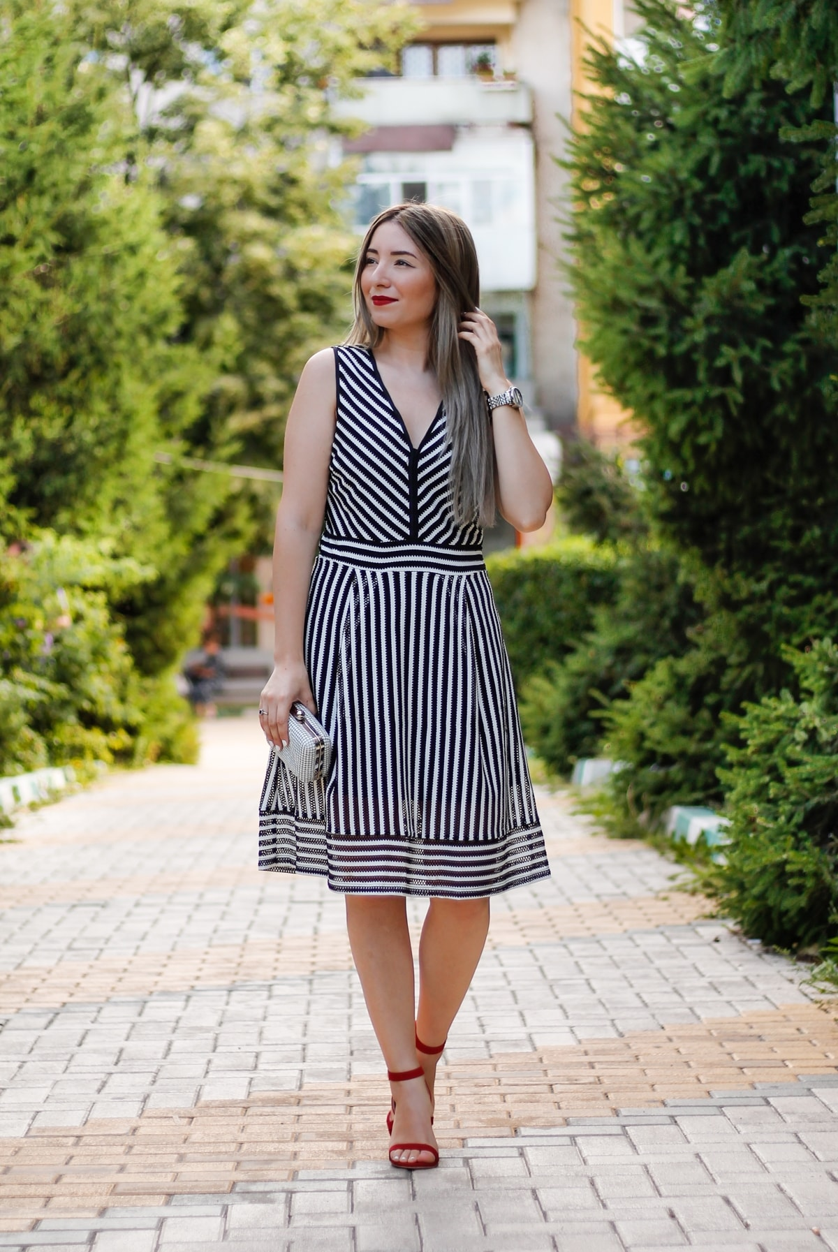 Street style: black and white stripes dress, red sandals, heels, granny hair, summer look, andreea ristea fashion blogger