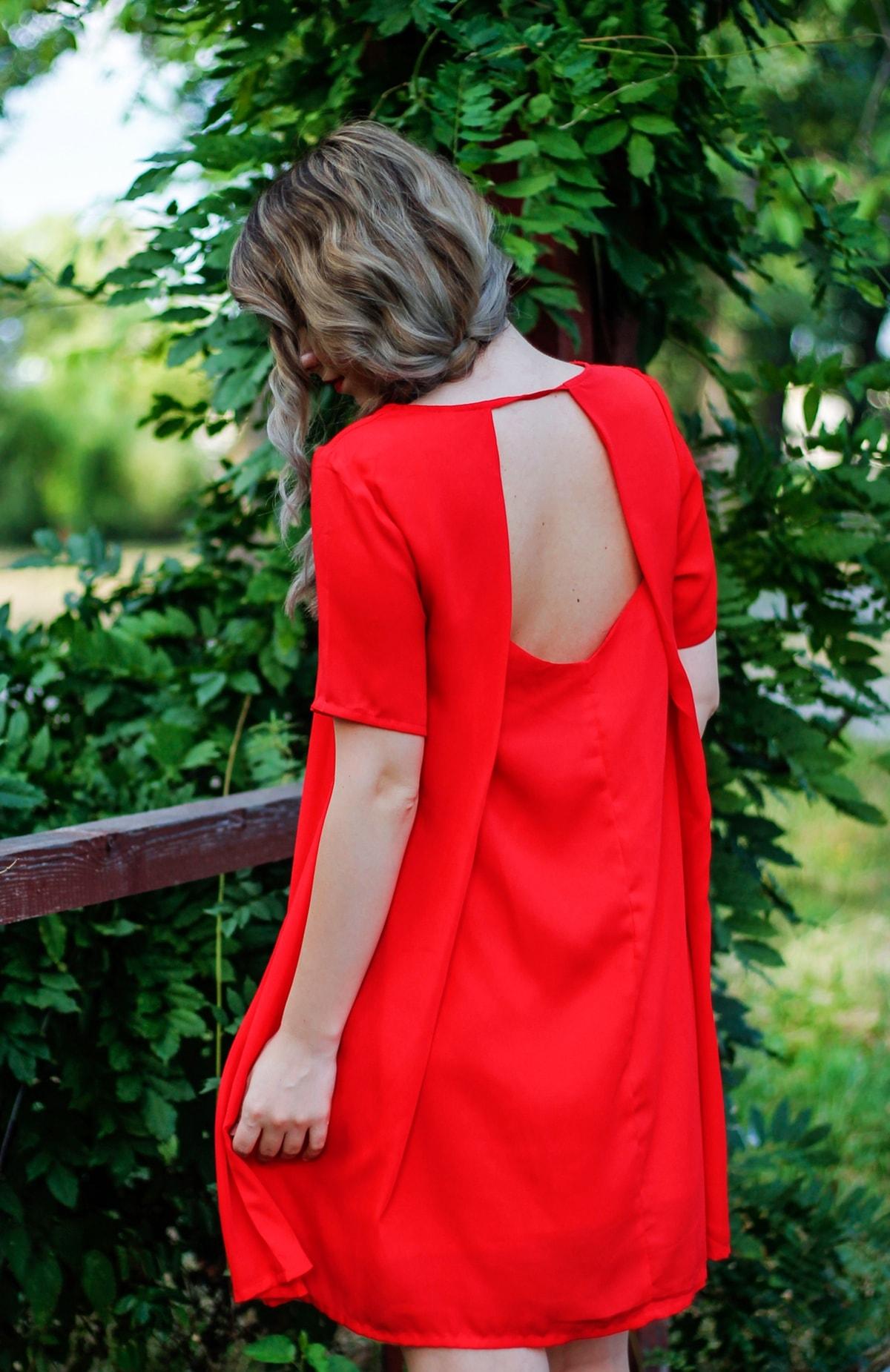 Rochie rosie de zi cu spatele gol, rochie rosie scurta din voal