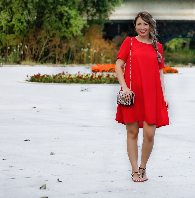 Blogger de moda - Pitesti Arges: tinuta de zi, rochie lejera rosie, sandale joase negre cu pietricele, geanta meli melo, Andreea Ristea
