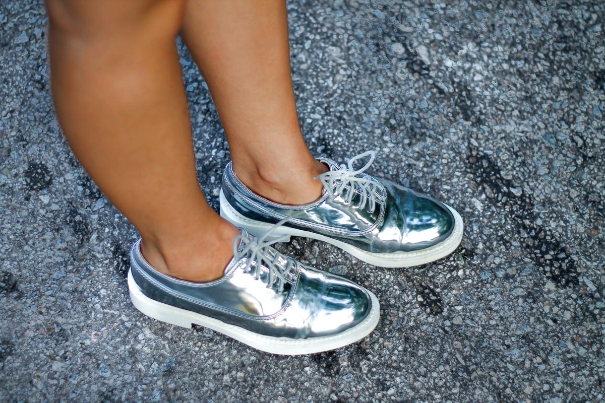 Pantofi argintii, metalici