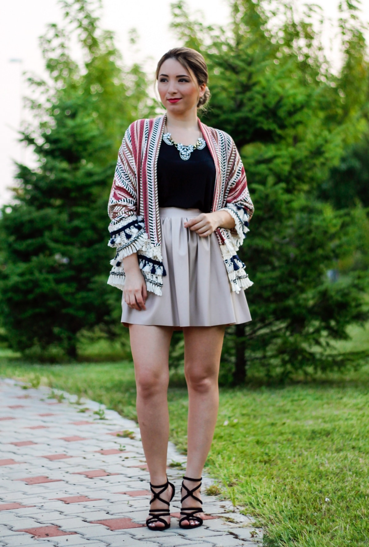 Street style: fake leather beige skirt, black top, tassels kimono, zara black sandals, romwe, andreea ristea fashion blogger, look of the day, outfit of the day