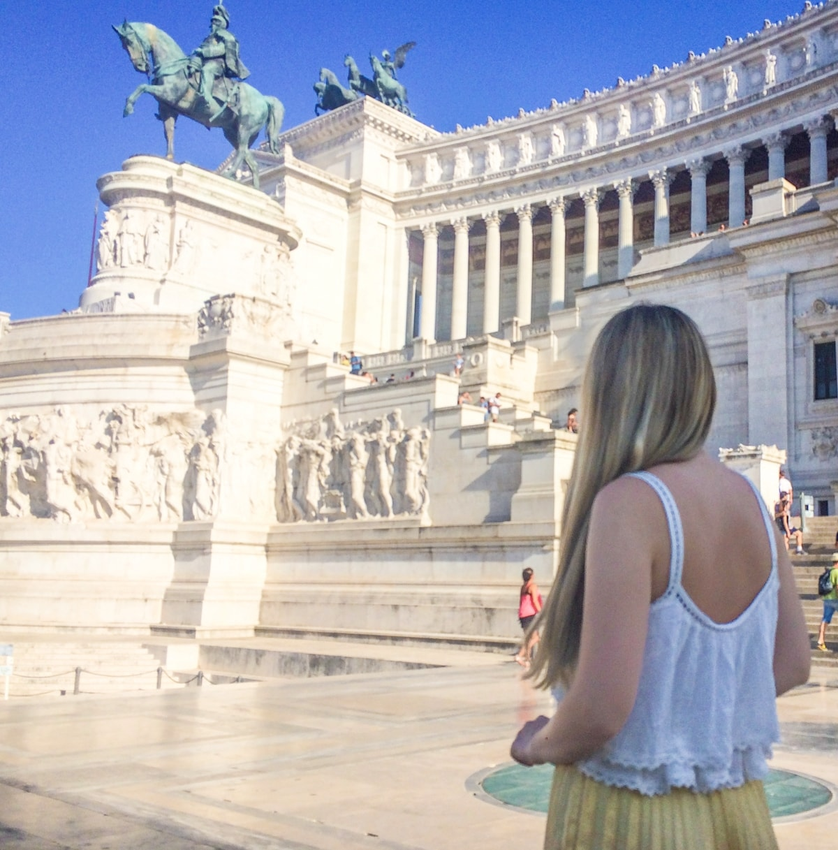 Andreea Ristea, follow me to rome, victor emmanuel II monument