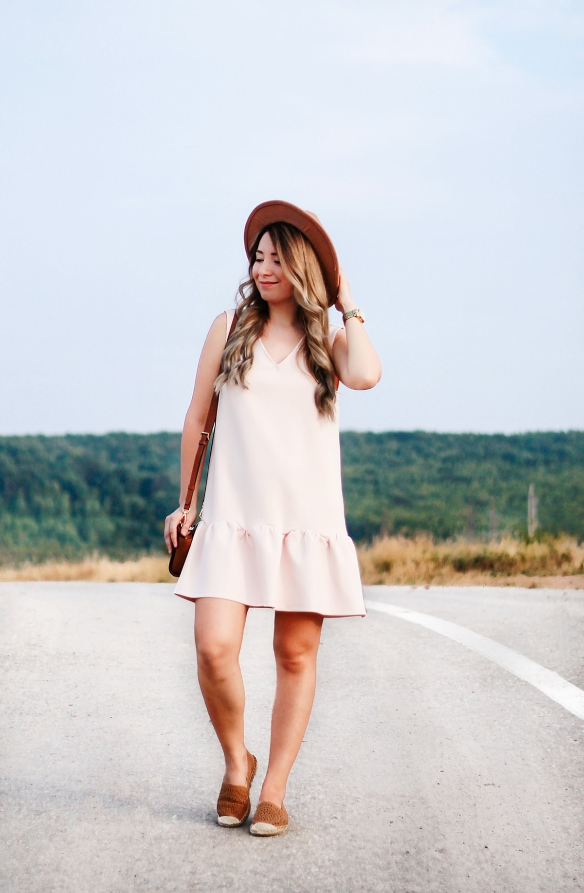 Street style: nude pink dress, backless, sleeveless, boho chic, brown hat, michael kors mini selma bag, fashion blogger andreea ristea, summer look