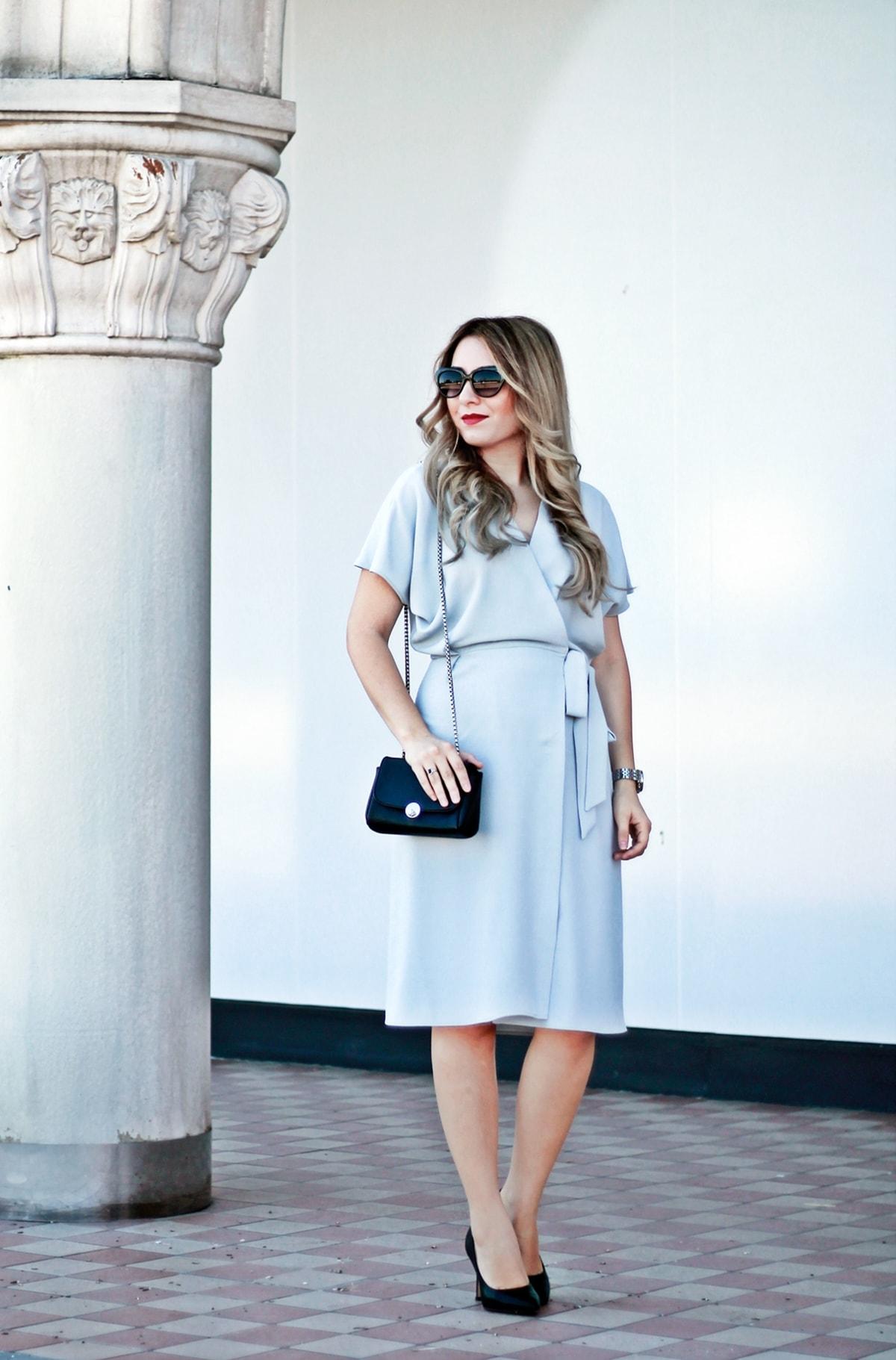 Andreea Ristea, tinuta de vara, ochelari de soare, rochie gri parte peste parte cu cordon in talie, rochie office, rochie eleganta, woman fashion