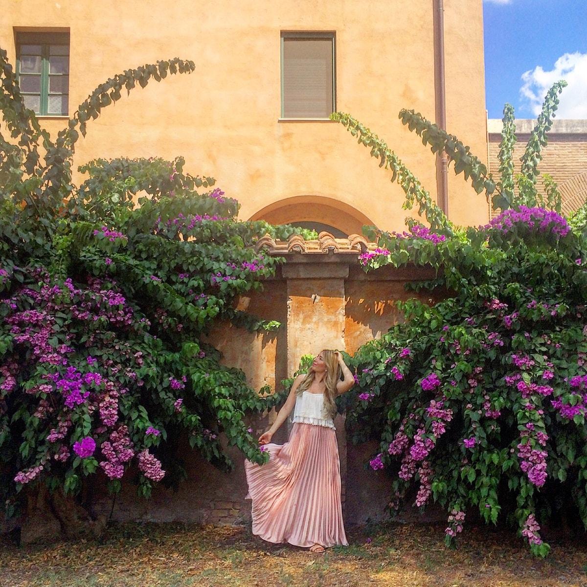 andreea ristea in rome, travel blogger
