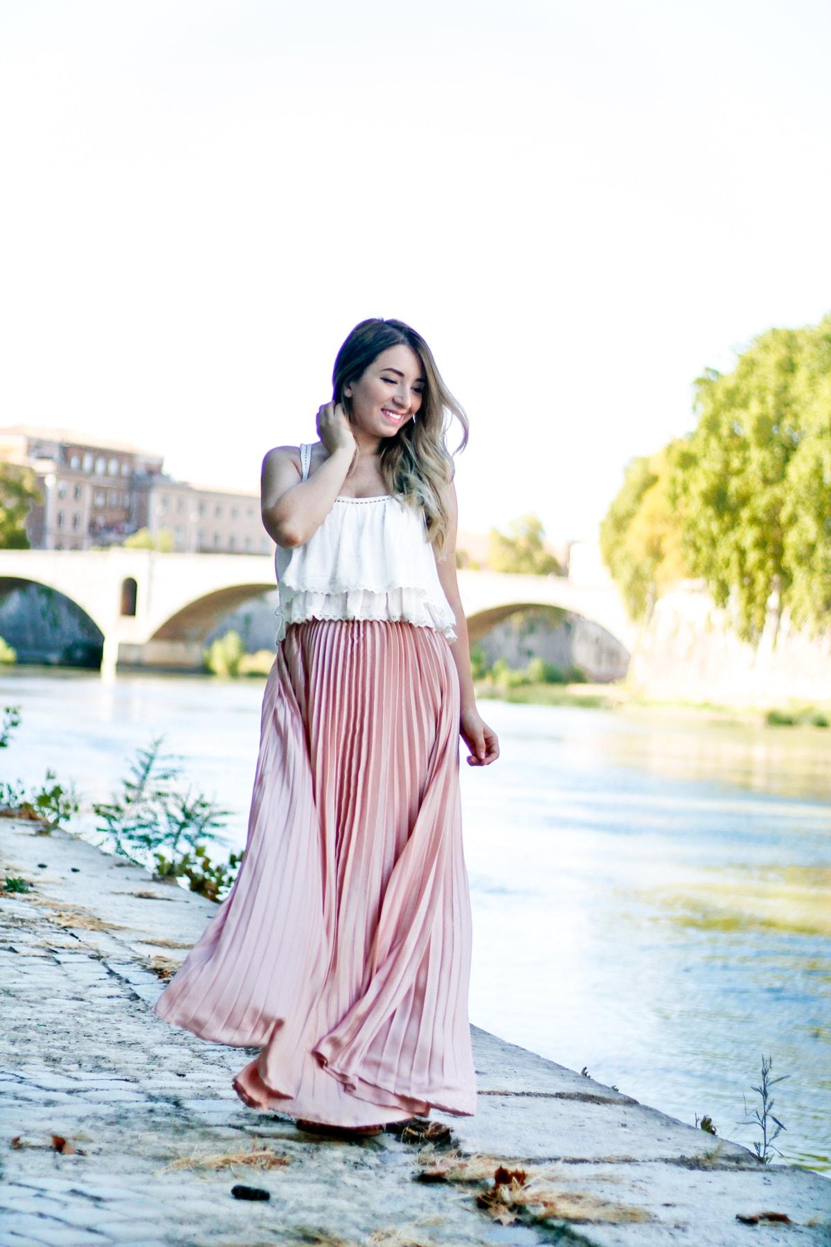 Andreea Ristea - Tiber river, tevere, tibru, roma, rome, travel blogger outfit