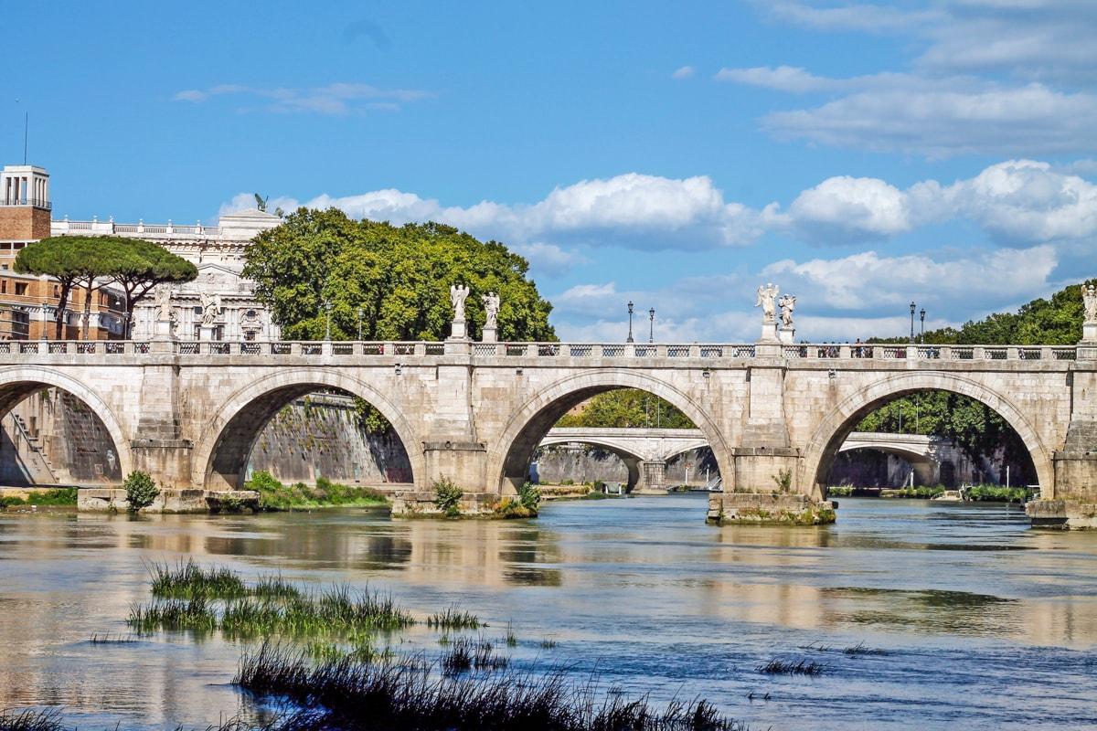 ponte sant'angelo, rome, travel blogger andreea ristea