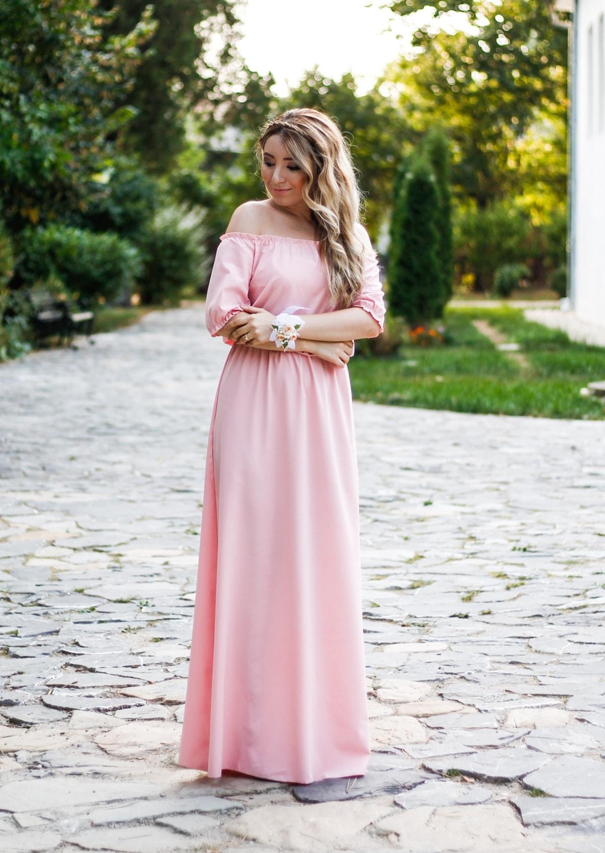 Andreea Ristea - rochie de domnisoara de onoare, umerii goi, roz pal, piersicuta, roz pudra, rochie, nunta, ocazie