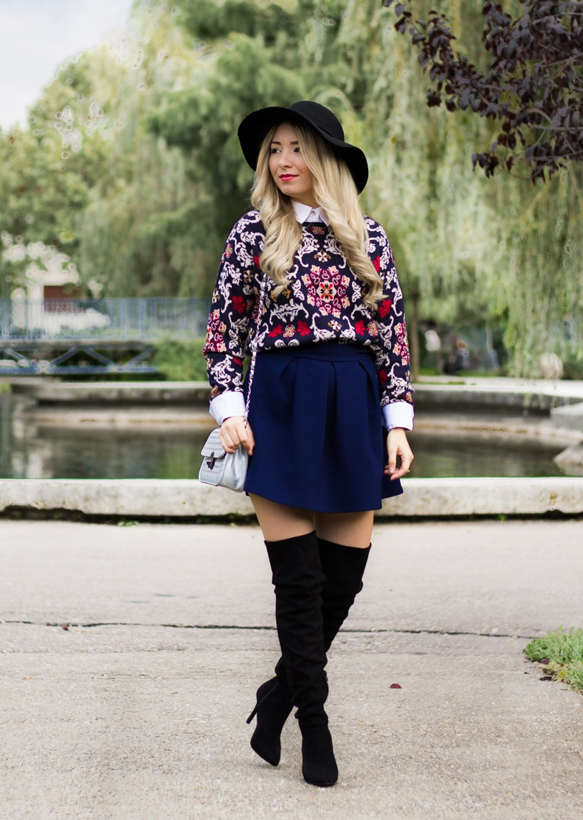 Street style: autumn look, black hat, print sweater, dark blue skirt, andreea design, over the knee black boots, heels, silver bag, sweater with shirt, andreea ristea, blogger, outfit, look of the day, ootd
