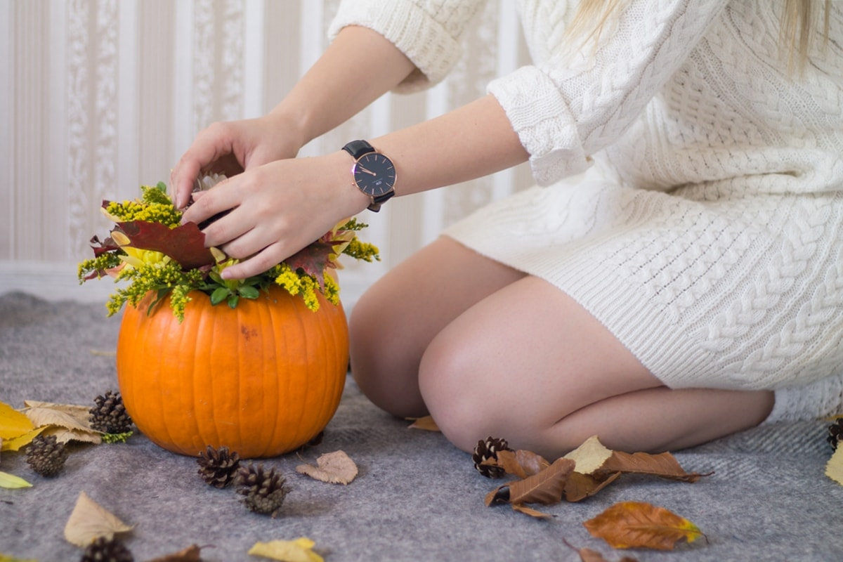 Daniel Wellington - classic black watch, autumn interior design