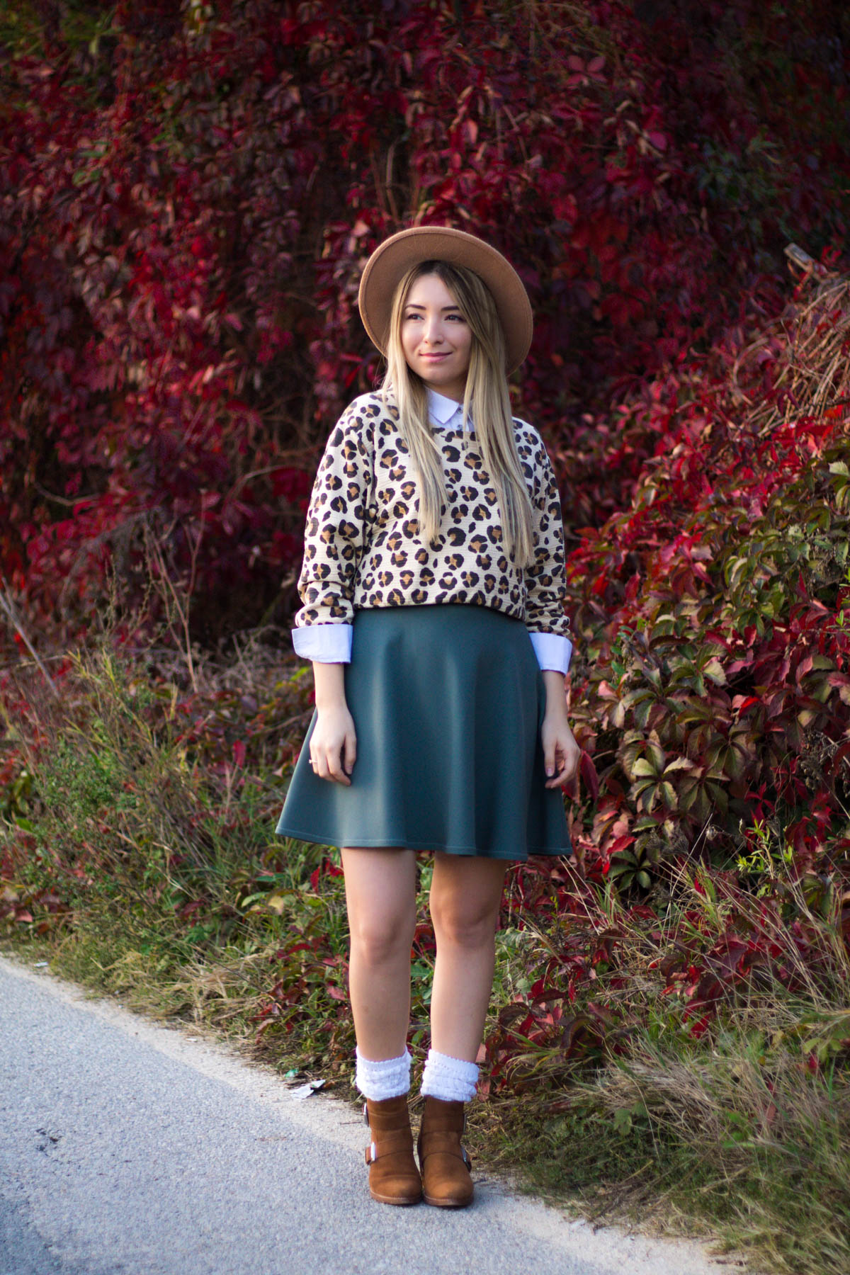 Street style, autumn look, leopard print blouse, white shirt, military green skirt, brown boots, white socks, andreea ristea blog