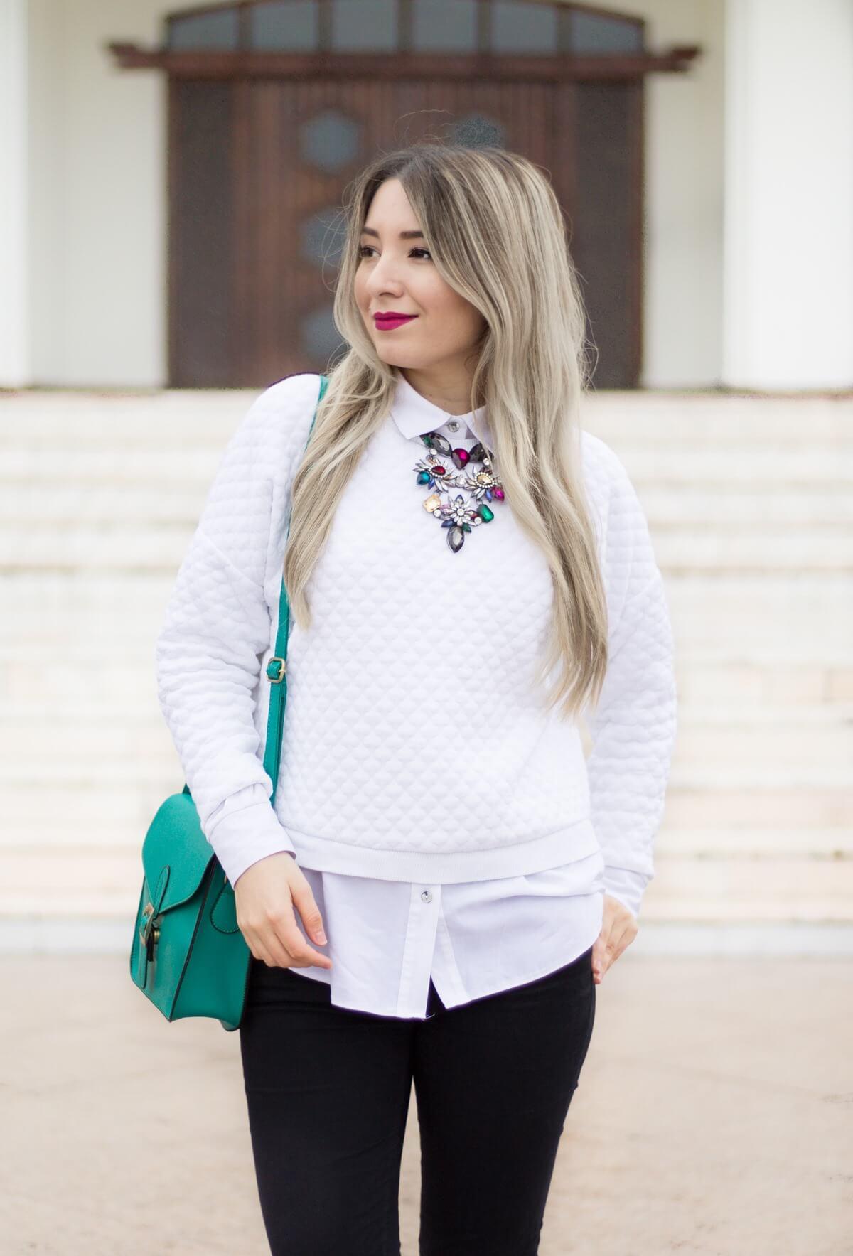 andreea ristea, colier statement pietre colorate, ruj fuchsia, roz, camasa luata cu bluza, pulover, alb peste alb, geanta verde, blogger moda, tinuta toamna