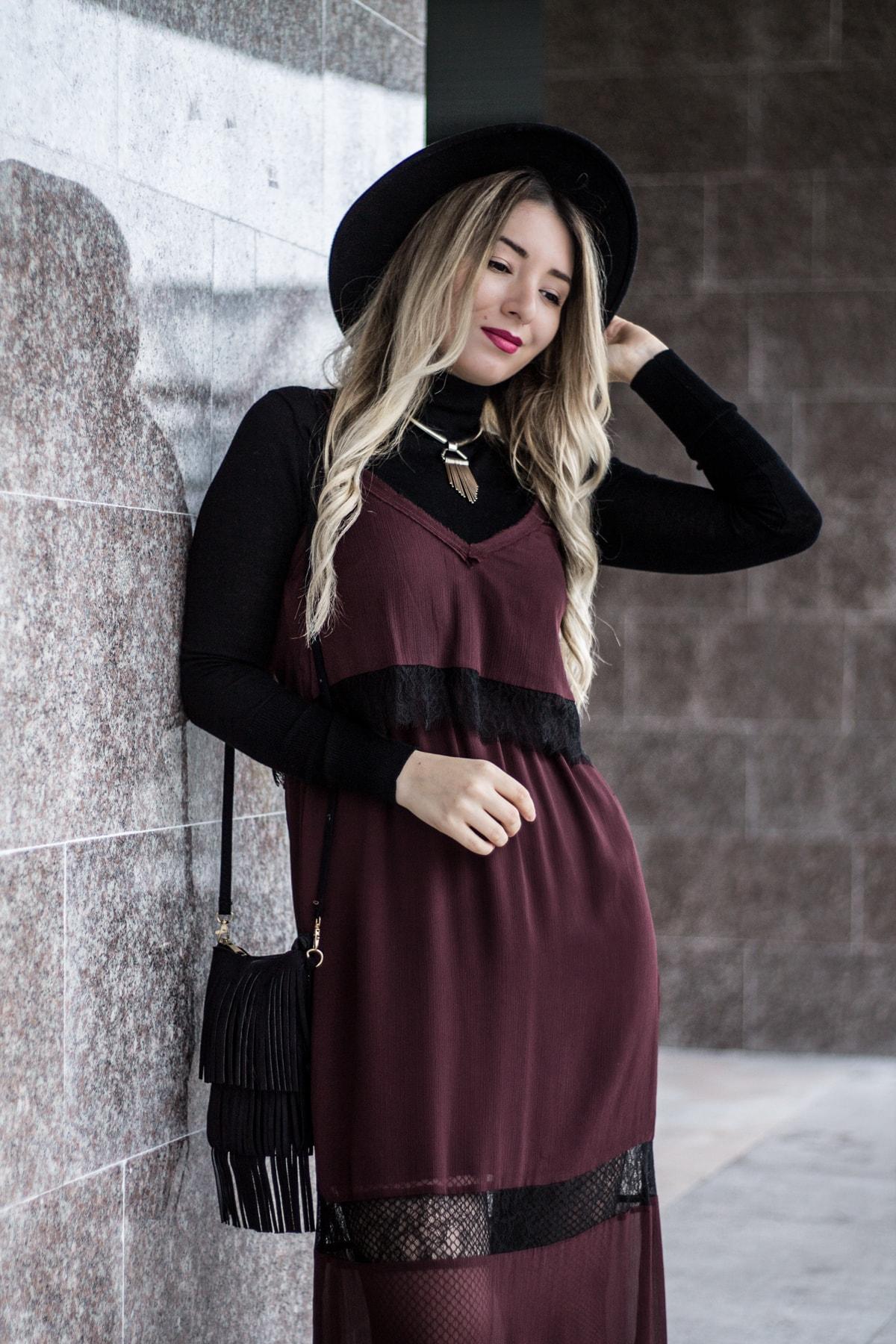 Tendinte in moda toamna iarna 2016/2017 - rochia furou purtata peste maleta - blogger Andreea Ristea