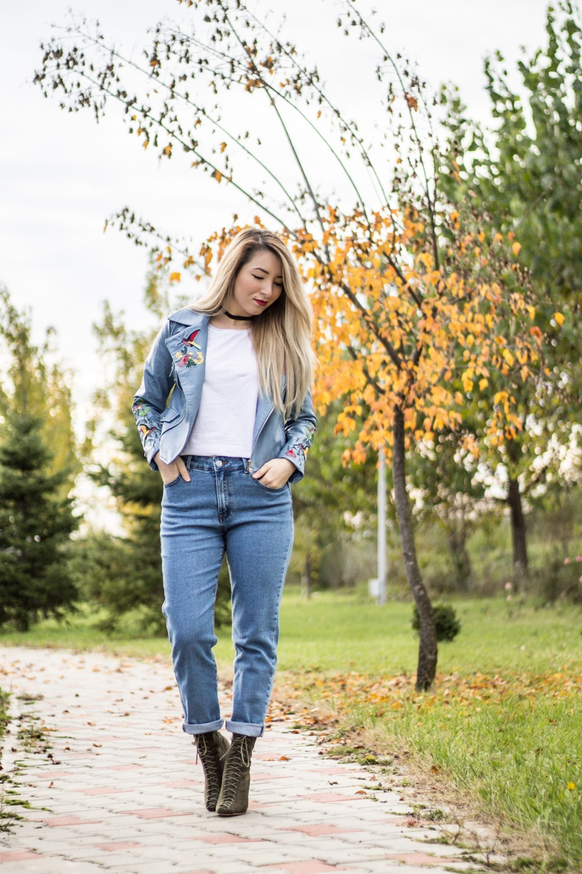 Street style, blue jeans, military green lace up boots, ankle boots, embroidery blue jacket, black choker, white basic tee, autumn look, fashion trends autumn winter 2016, '90s back