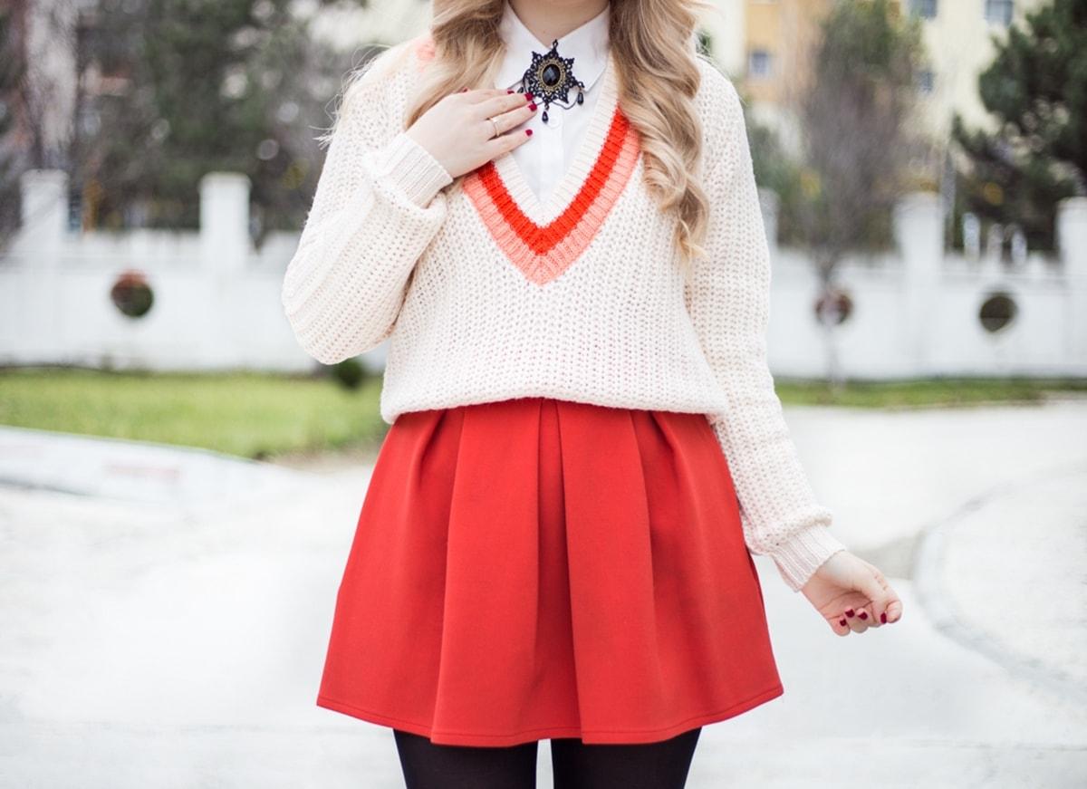 Brosa vintage cu camasa, pulover cu camasa, pulover cu fusta, fusta cu strampi