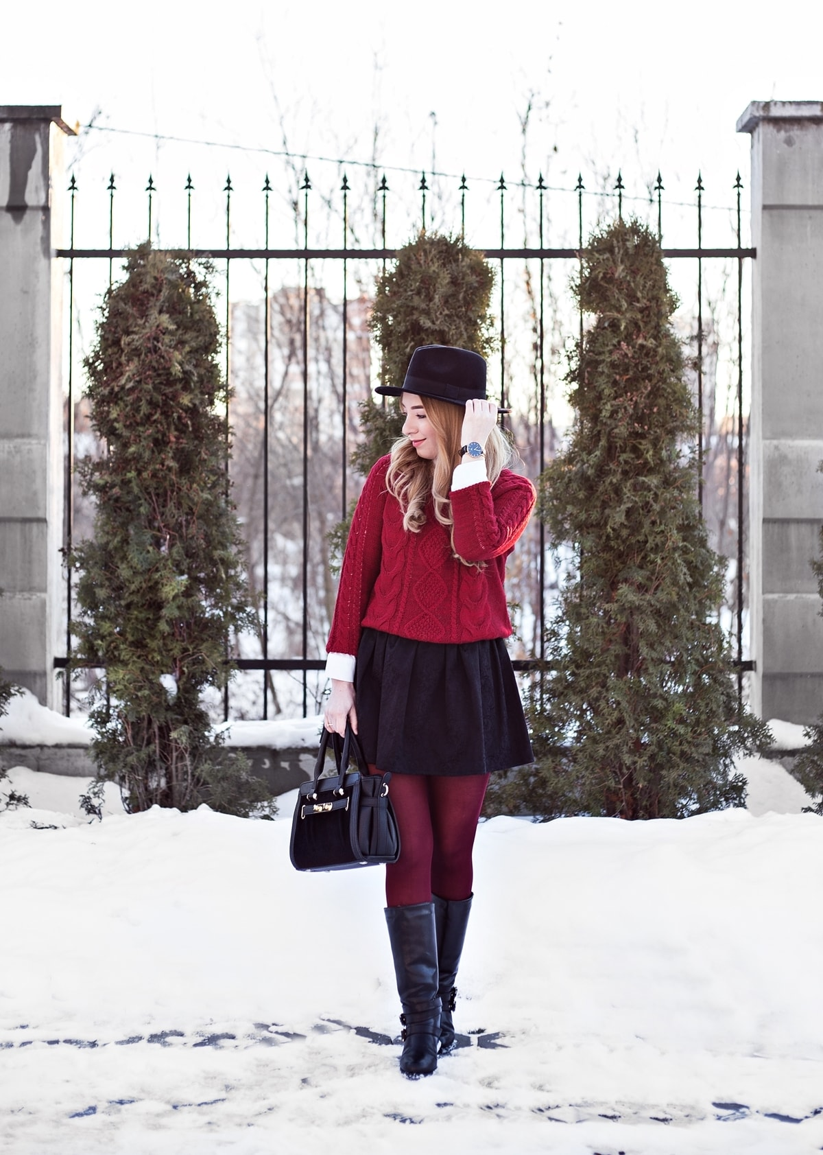 Street style, black short mini skirt, burgundy sweater, winter look, black hat, chic, casual, blogger, Andreea Ristea
