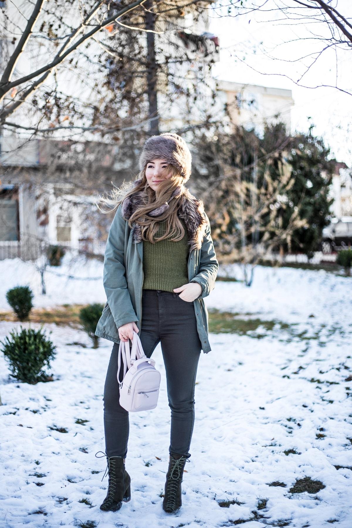 Tinuta monocroma, verde, de iarna, Andreea Ristea | Street style, monochromatic outfit, dark green, winter look
