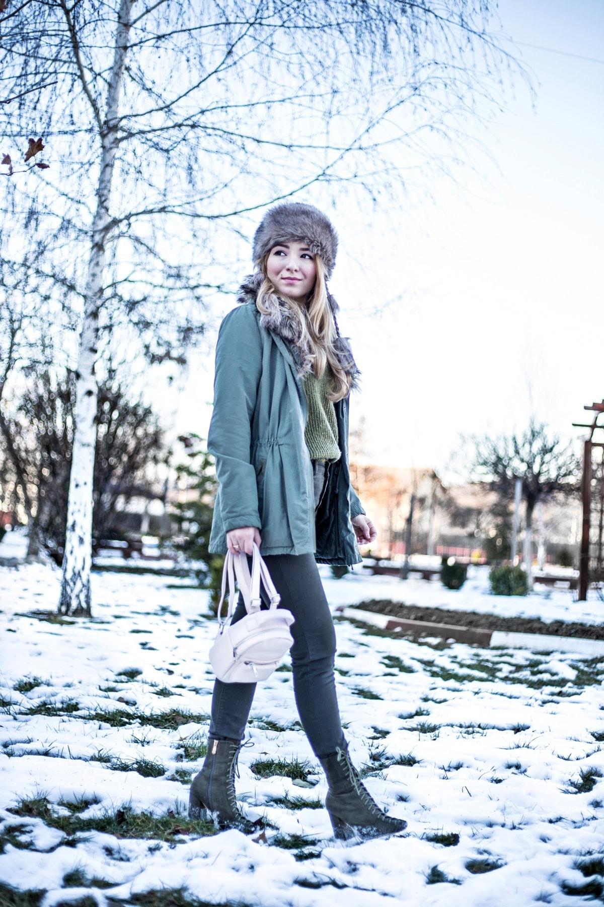 Andreea Ristea, tinuta de iarna, cum purtam mini rucsacul, idei tinute, Ghiozdan roz Bershka
