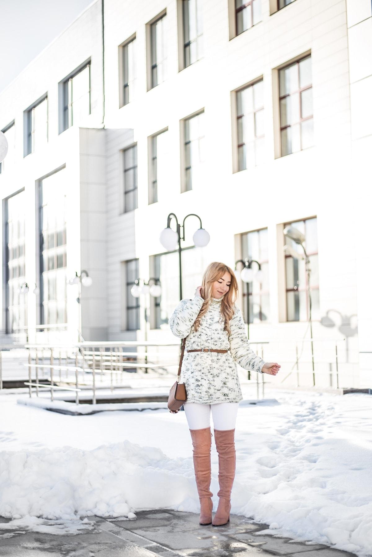 cum purtam cizmele peste genunchi iarna, nude, pantaloni albi, blugi, pulover oversized cu curea in talie
